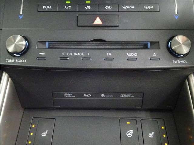 オーディオはラジオ、CD、DVD、TV、ブルートゥース、マイクロSDカード等標準装備です。(TV、DVDは停車中のみ視聴できます。)