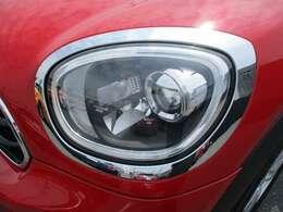 ヘッドライトはオートライト機能付き!フロント&リアフォグランプも標準装備です!