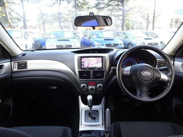 ☆シンプルで機能的な運転席廻り◆「車を操作する」ことを重視したインテリア◆