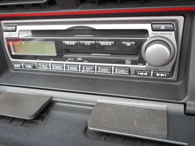 純正のCD/FMです♪走行中は、メーターの横のボタンでも操作が可能です。