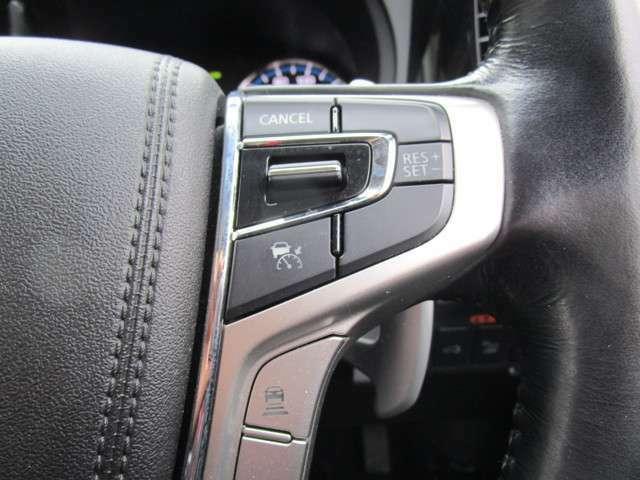 前走車との車間を一定に保つレーダークルーズコントロール