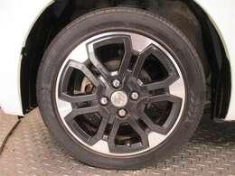純正ホイールです。タイヤサイズは165/55R15です。