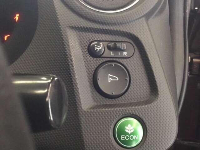ECONスイッチにより燃費を優先した制御、走行が可能です
