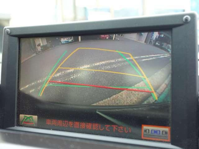 (車庫入れをサポート)  リアビューカメラ機能や前後コーナーセンサーなど運転支援システムも充実しストレスの少ない駐車が行えます。