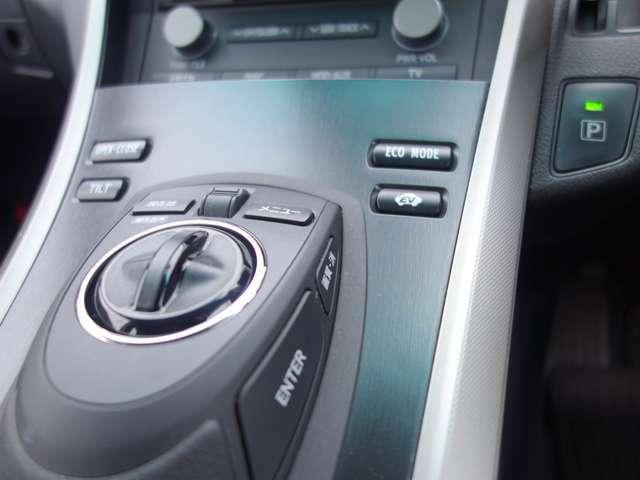 EVモードはエンジンを停止しモーターで走行致しますので、エンジン音や排気ガスを気にする事なく静かに走行できます。