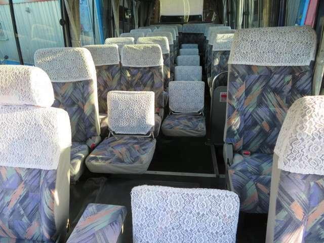 シートは高級感あるモケット・リクライニングシートです!