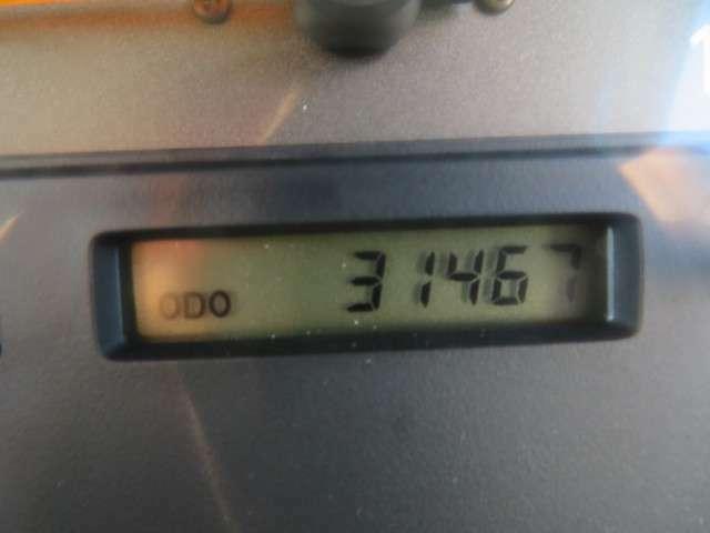 H26年10月車検時記録簿の走行距離197272Km、 H27年10月車検時記録簿の走行距離330Km R1年10月車検時記録簿の走行距離28548Km メーター交換歴あり ※交換時の記録なしの為、メーター改ざんとなっております