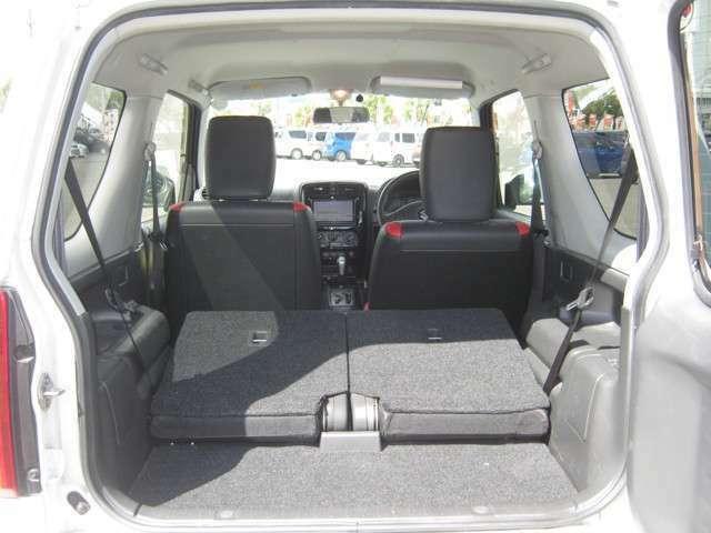 「可倒式リアシート」 後席シートは可倒式♪さらに広いスペースが生まれます♪