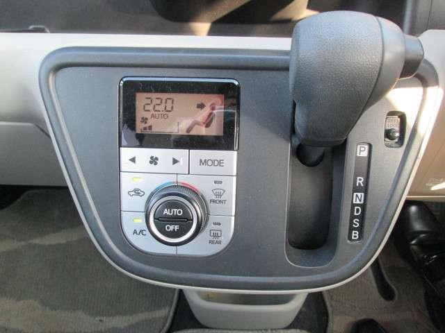 エアコンスイッチです。快適に過ごせるオートエアコン機能付きです。