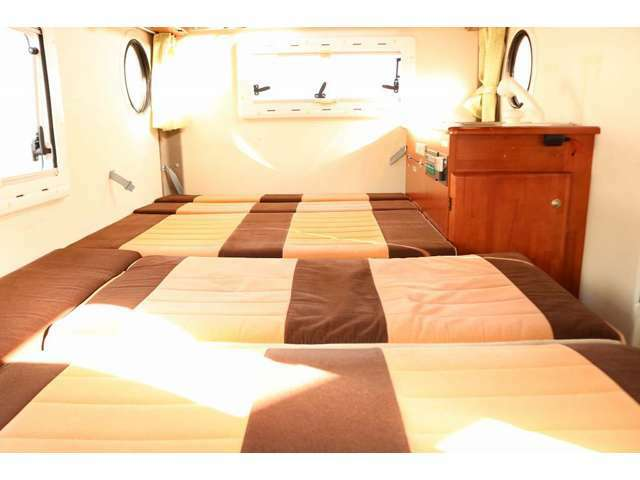 下段ベッドは183cm×100~115cm 大人2名就寝可能です☆