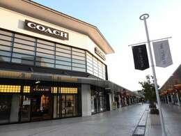テナント内には有名ブランドが多数ございます。お買い物もお楽しみいただけます。