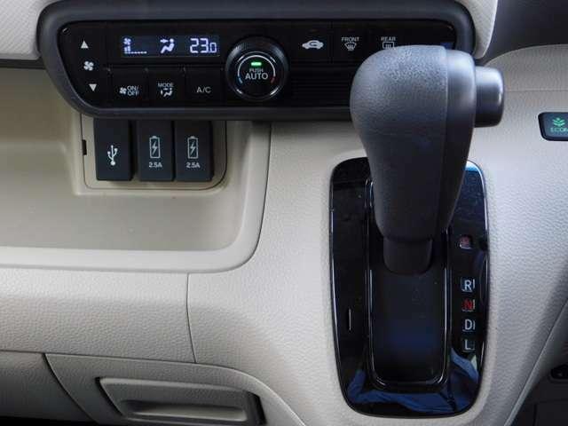 シフトの画像です!急速充電USBポートが便利です♪中古車は現品限り一点ものです!まずは実車をご覧ください!