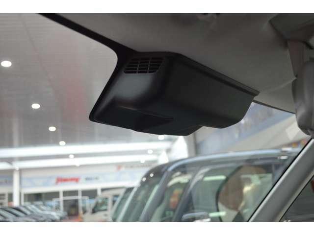 2つのカメラで人もクルマもとらえ、被害軽減ブレーキで衝突回避をサポートする(デュアルカメラブレーキサポート)先進の安全技術です。