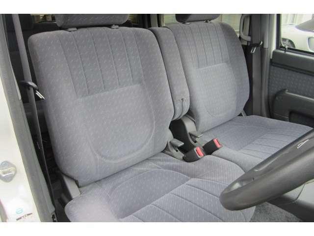 運転席のシートも汚れや穴も無くキレイです!