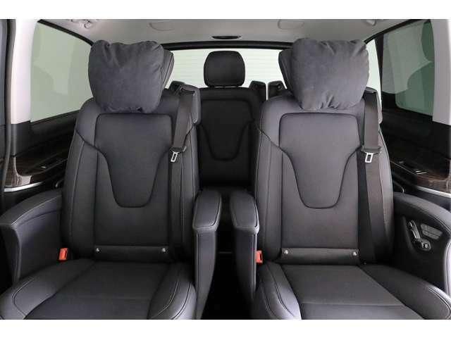 前席後方のルーフ部に取り付けられたスイッチで、後席クライメートコントロールの温度と風量の設定が可能です。