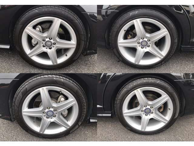 純正19インチアルミホイールになります。タイヤはブリジストン・レグノになります。溝もありますのでご安心ください。