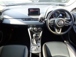スイッチ一つにもこだわりの作り込みと使いやすさを追求したレイアウト!洗練された運転席周りです!
