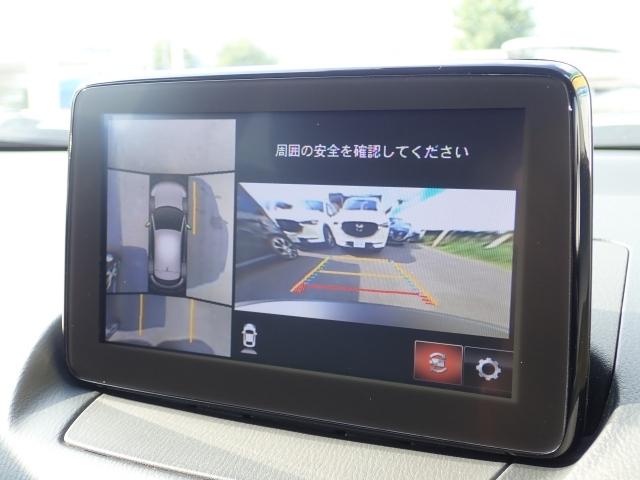 360度ビューモニター。車両の前後左右に備えた計4つのカメラを活用し車両を上から俯瞰したようなトップビューにより初めての駐車場でもストレスなく入れることができます。