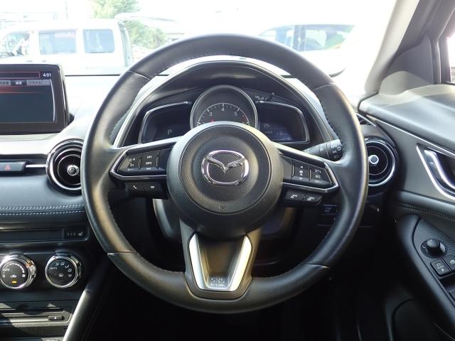 アクティブドライビングディスプレイで速度や標識ナビなどを、ハンドルでオーディオ類、マツダレーダークルーズコントロールと目線をあまり外さず、安全運転に集中できる作りになっています。