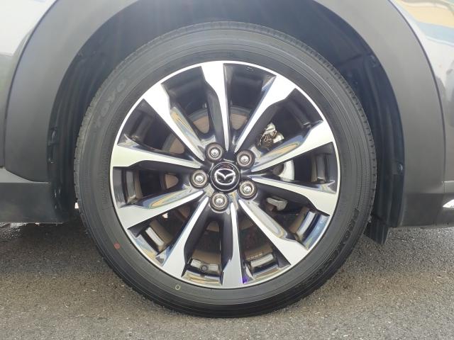 純正215/50R18タイヤ18インチのタイヤホイールです。切削加工されたホイールが格好良いですよ。