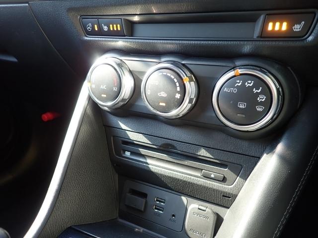 オートエアコンは勿論、寒い時期に重宝するシート&ステアリングヒーター装備してます。