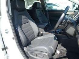 フロントシートです!運転席は電動シートになっていますので、シートポジションの細かい調整が可能です!