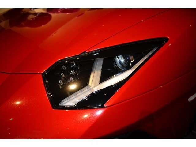 ヘッドライトは、前モデルと変わらず、Y字のLEDが印象的なデザインです! デイライトキットなども取付可能ですので、ご相談下さい!