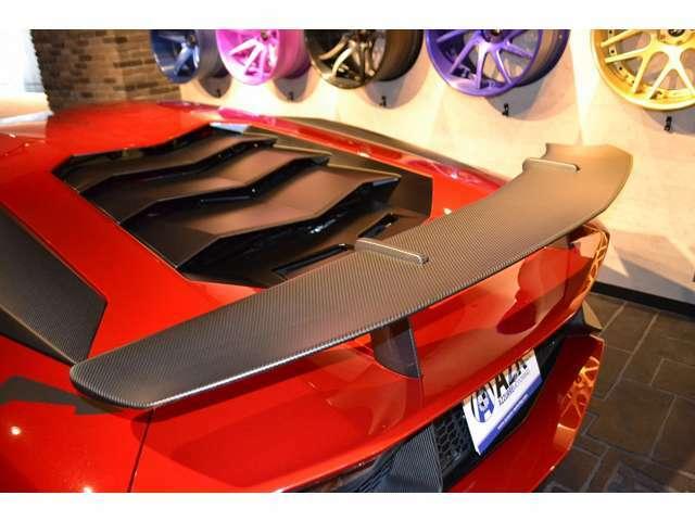 リアウイングもカーボンファバー素材となります! ボディとのバランスやデザインも格好良く、SVにしか出せない、格好良さです!