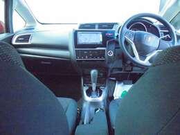 ハンドル周りです!運転している間、長く触れているものだから手に馴染むハンドルが良いですよね!ハンドル握ると欲しくなっちゃいますよ♪