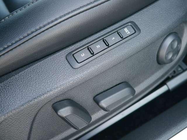 運転席パワーシート、シートヒーター、シートメモリー装備。