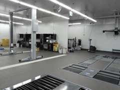 最新のサービス工場:広々とした工場になっております。