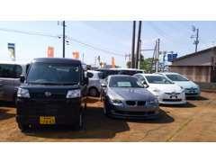 展示車一例です。当店では普通車~軽自動車、国産車~輸入車まで幅広く取り扱っております。
