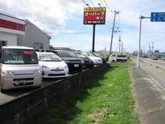 秋田自動車道 能代東インターを降りて左折して3分!トラック買取の赤い看板が目印です!