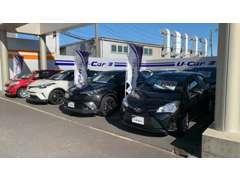 U-Car展示場は、店舗入り口から左手にございます。お気軽にゆっくりとご覧くださいませ。