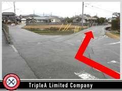 最寄交差点を右左折後の分岐は右手の道をまっすぐお進み下さい!当店は右手に見えてきます♪お気軽にご来店下さい☆