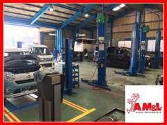 民間車検整備工場を自社完備!当社はオールメーカ対応の自動車運輸局指定工場です。車検・点検・板金・修理何でもお任せ下さい。