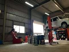 納車前整備は特に徹底しております!車検、修理、その他整備などのサービスなんでも承っております。お気軽にご相談下さい☆彡
