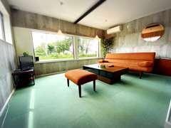 ◆キッズルームやTVを備え、広々とした、個室スペースも御座います♪無料Wi-Fiも御座います♪◆