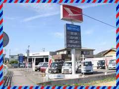 当店はどちらからいらっしゃっても間口・駐車場が広いので入りやすい作りなんです。