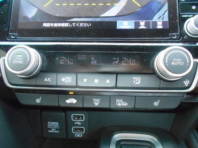 オートエアコンがついてますので、簡単ワンプッシュで快適に過ごせます。前席シートヒーター装備してます。