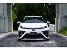 ROWENのMIRAIエアロパーツを装着した車両となります!都会的なMIRAIにROWENのエアロパーツをインストールすることによって、より精悍なスタイルとなっております
