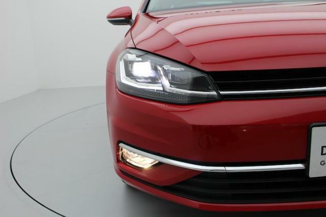 LEDヘッドライトは明るくハイビームロービームも自動で切り替えてくれます。