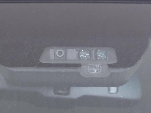 【三菱e-Assist】走行中に前方の車両等を認識し、衝突しそうな時は警報とブレーキで衝突回避と被害軽減をアシスト。より安全にドライブをお楽しみいただけます。