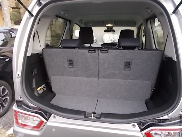 開口部も広いので大きな荷物もすっきり積載可能ですね。