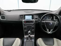 V60クロスカントリー T5 AWD SEが入庫いたしました!特徴的な本革ツートンカラーのシート!白×黒で車内をおしゃれに演出!T5エンジン採用でパワーもあり長距離運転をサポート!状態良好の一台!
