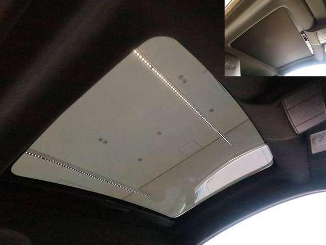 パノラミックルーフ「車内に明るい陽射しを注ぎ込み開放的な気持ちにさせてくれる快適機能になりますFタイプにとって希少な装備です。」