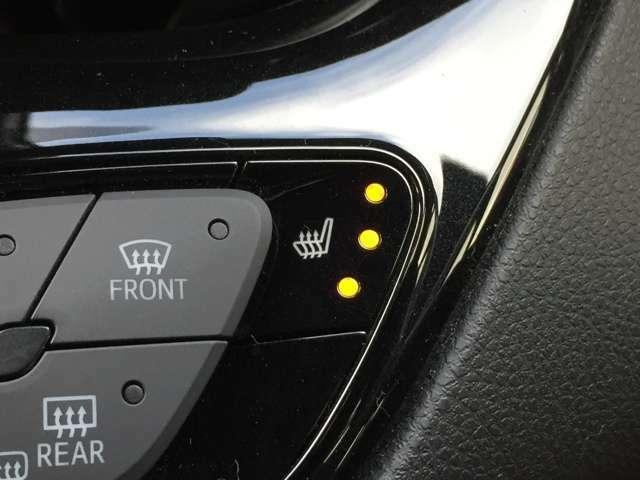 「前席シートヒーター」 シートの座面を温めるシートヒーターを運転席と助手席に装備♪3段階の調整が可能です♪