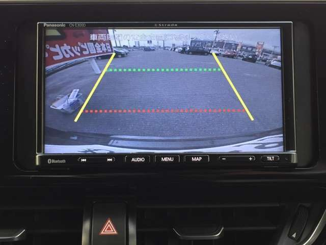 「バックモニター」 シフトをリバースに入れれば、車内のモニターに後方の様子を映し出します♪車を駐車する際やバックをするときに便利です♪