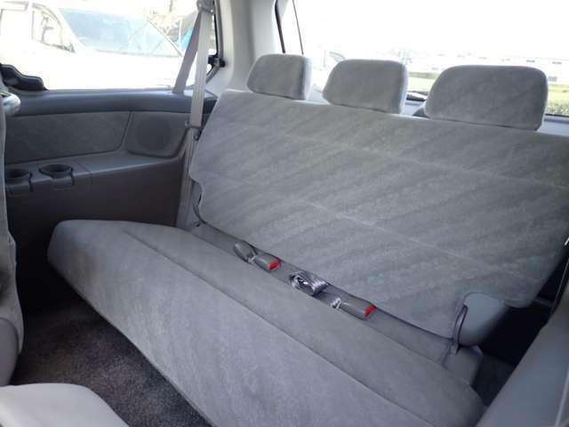 サードシート左側より
