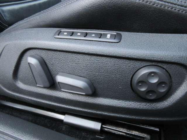 Bプラン画像:運転席はシートメモリー機能もついた電動シートになっております♪ランバーサポート付ですのでリラックスしてお座り頂けます♪